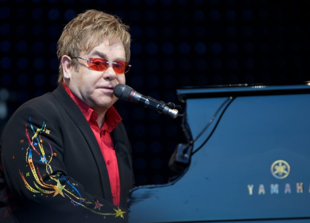 Elton John Gets Mardis Gras Necklace (In His Face)