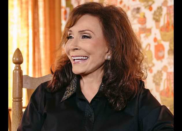 Loretta Lynn To Be Named CMT's 'Artist Of A Lifetime'