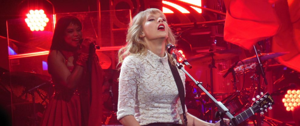 As Taylor Swift's Obligation To Big Machine Ends, Options Emerge