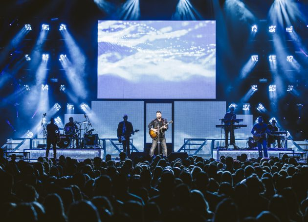 Chris Young Tour Launches To Sold-Out Arenas
