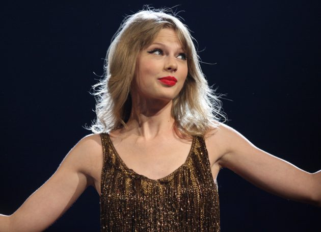 Taylor Swift's Philly Show Has A Stage Snag