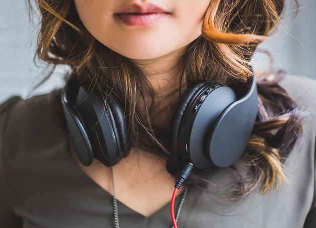 New Survey Finds That Listening To Music At Work Boosts Productivity