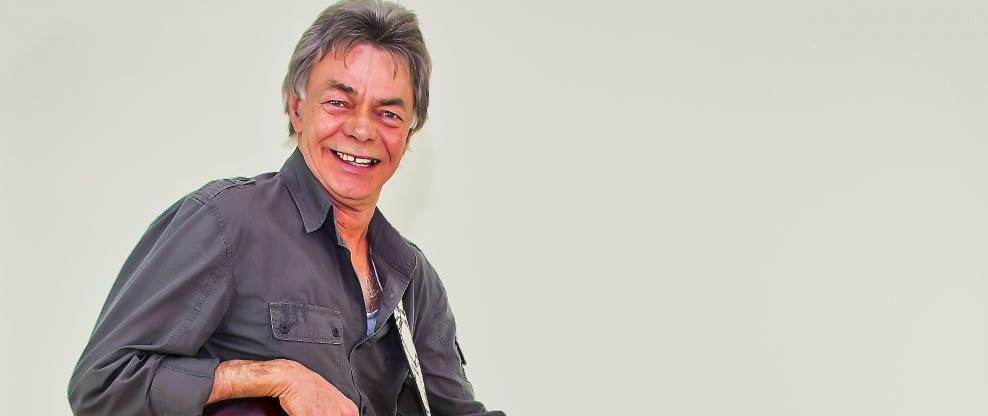 Phil Emmanuel, Famed Australian Guitarist, Passes at 65