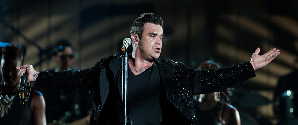 Robbie Williams Extends A Middle Finger To World Cup Soccer Fans