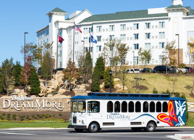 Dolly Parton Announces $500 Million Expansion At Dollywood