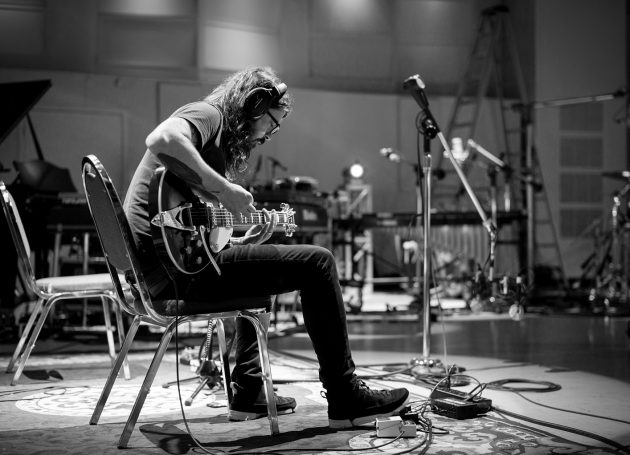 """Dave Grohl Releases Two-Part Interactive Docu-Series """"PLAY"""""""