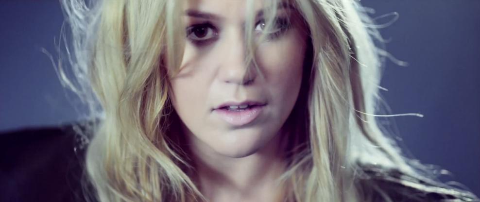 Move Over Steve Harvey: Kelly Clarkson Has A Talk Show