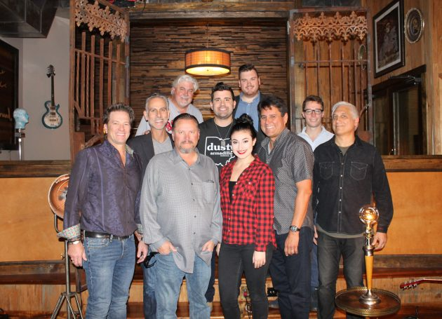 Country Powerhouse Josh Gracin Inks Deals With Reviver Records & 117 Management