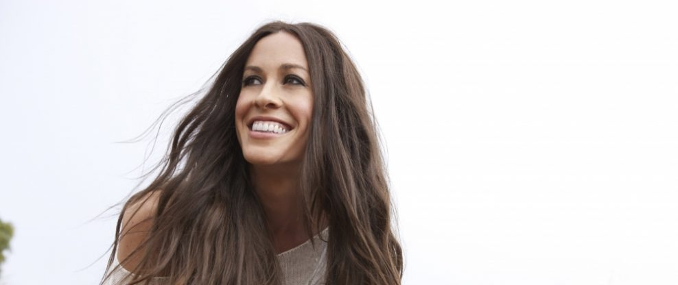 Alanis Morissette Announces 2020 Tour In Celebration of 25 Years Of 'Jagged Little Pill'